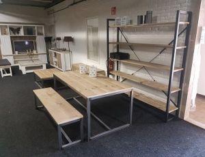 steigerhouten tafel met stalen onderstel