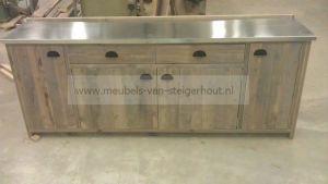 dressoir van steigerhout met blad van zink