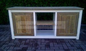 dressoir van steigerhout met wit ombouw
