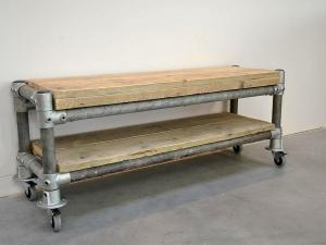 tv-meubel van steigerhout en steigerbuizen frame