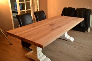 eiken tafel met witte kloosterpoten
