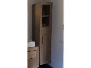 kast van steigerhout badkamer