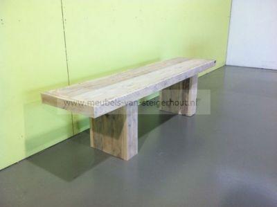 Bankje van steigerhout met blokpoten