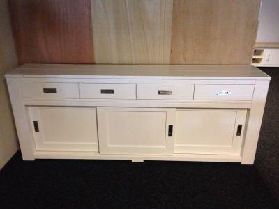 dressoir van steigerhout met ral9010 behandeling