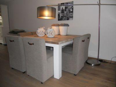 tafel van steigerhout met wit onderstel