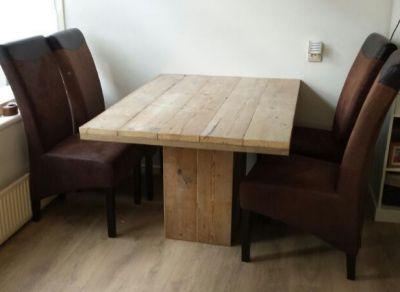 tafel van steigerhout met blokpoot
