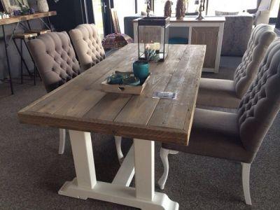 Tafel met versteklijst van steigerhout met witte poten