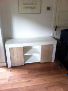 dressoir van steigerhout met witte ombouw