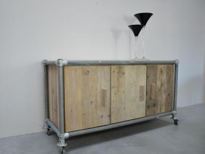 dressoir van steigerhout met steigerbuizen frame