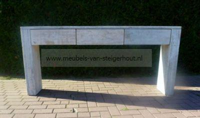 sidetable van Steigerhout met lades