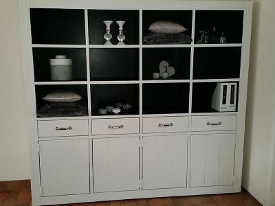 wandkast van steigerhout met ral9010 wit frame en ral9005 zwart binnenwerk