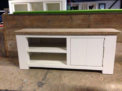 steigerhouten tv-meubel met ral9010 ombouw