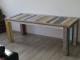 gekleurde tafel van sloophout